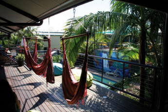Byron Bay YHA : Byron Bay YHA terrace