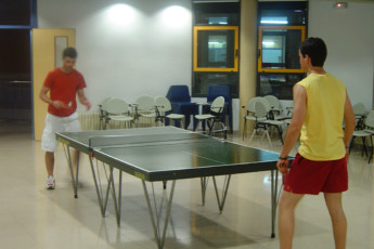 Vic - Canonge Collell : Canonge Collell hostel located in Vic, Spain and people playing ping pong