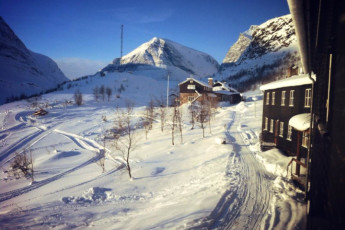 Kebnekaise Mountain Station : Kebnekaise Mountain Lodge hostel in Lappland Sweden outside snow scene