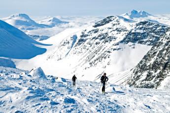 Kebnekaise Mountain Station : Kebnekaise Mountain Lodge hostel in Lappland Sweden outside snow scene skiing