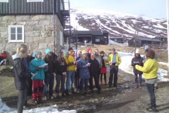 Kebnekaise Mountain Station : Kebnekaise Mountain Lodge hostel in Lappland Sweden outside people