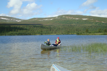 Grövelsjön Mountain Station : Dalarna - Grovelsjon Mountain Lodge Hostel in Sweden canoeing