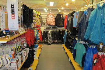 Grövelsjön Mountain Station : Dalarna - Grovelsjon Mountain Lodge Hostel in Sweden winter clothing store