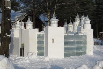 Kalajoki/Hiekkasärkät - Tapion Tupa : Kalajoki/Hiekkasarkat - Tapion Tupa Hostel ice sculpture