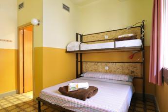 Girona - Equity Point Girona : Equity Point Girona family or triple room