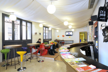 Girona - Equity Point Girona : Equity Point Girona reception and common area