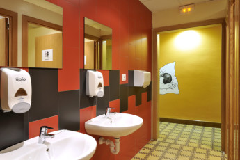 Girona - Equity Point Girona : Equity Point Girona toilets