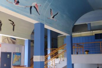 Deltebre - Mn. Antoni Batlle : Bird mural in Mn Antoni Batlle hostel in Spain