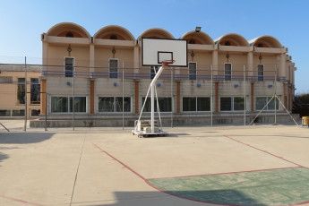 Deltebre - Mn. Antoni Batlle : Basketball court at Mn Antoni Batlle hostel in Spain