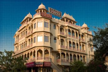 Jaipur - Hotel Sarang Palace : Exterior view of Jaipur - Hotel Sarang Palace Hostel