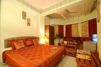 Jaipur - Hotel Sarang Palace : View of a Bedroom in Jaipur - Hotel Sarang Palace Hostel