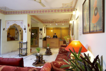 Jaipur - Hotel Sarang Palace : Reception Area in Jaipur Hotel Sarang Palace Hostel