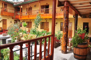 Cusco - Hostel Amaru : Exterior of Cusco - Hostel Amaru hostel rooms in Peru