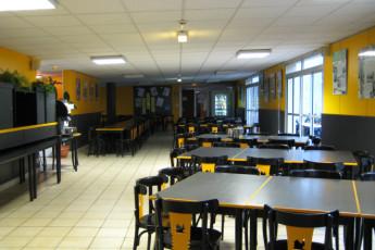 Auberge de jeunesse Hi Poitiers : Dining Area in Poitiers Hostel, France