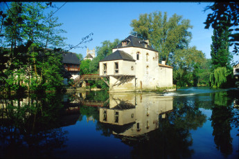 Auberge de jeunesse Hi Poitiers : River View of Poitiers Hostel, France