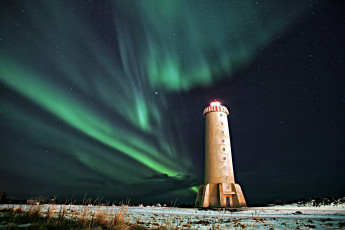 Akranes : View of Northern Lights from Lighthouse at Akranes Hostel, Iceland