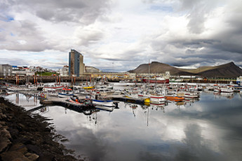 Akranes : Local Harbour in Surrounding Area of Akranes Hostel, Iceland