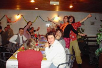 Auberge de jeunesse Hi Vierzon : Group of guests dining in the restaurant called of the Vierzon hostel in France