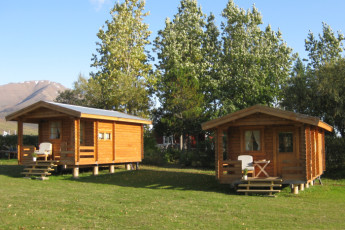 Dalvik : Exterior Cabins at Dalvik Hostel, Iceland