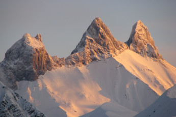 La Toussuire : Close up view of mountains surrounding La Toussuire hostel in France