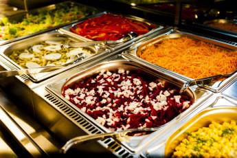 Nürnberg : Nurnberg Hostel salad buffet
