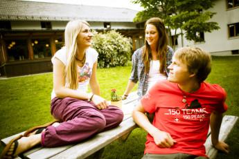 Füssen : Guests in Fussen Hostel garden