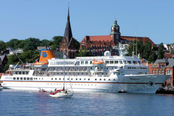 Flensburg : MS Bremen cruise ship in Flensburg