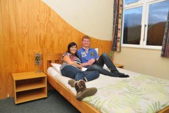 YHA Wanaka : Double Ensuite Bedroom in Wanaka YHA - Purple Cow Hostel, New Zealand
