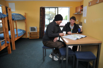 YHA Wanaka : 8 Bedroom Apartment in Wanaka YHA - Purple Cow Hostel, New Zealand