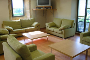 Irún - Albergue Juvenil Martindozenea : Communal lounge in the Irun - Albergue Juvenil Martindozenea hostel in Spain