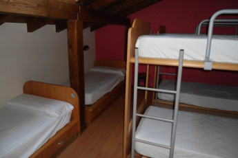 Irún - Albergue Juvenil Martindozenea : Dorm room in the Irun - Albergue Juvenil Martindozenea hostel in Spain