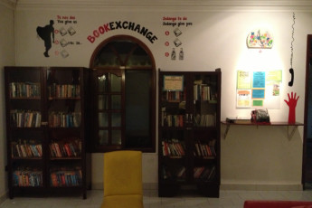 Santa Cruz - HI Hostel Jodanga : Book Exchange at Santa Cruz - HI Hostel Jodanga