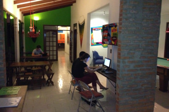 Santa Cruz - HI Hostel Jodanga : People Relaxing in the Communal Area at Santa Cruz - HI Hostel Jodanga
