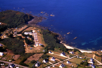 Auberge de jeunesse Hi Ile-de-Groix : Birds eye exterior view of the Ile-de-Groix Hostel in France
