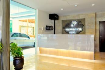 Melaka - Hallmark Hotel Inn Leisure : Reception Desk in Melaka - Hallmark Hotel Inn