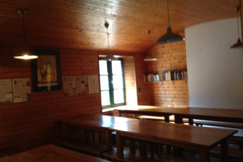 Auberge de jeunesse Hi Ile-de-Groix : Dining room in the Ile-de-Groix Hostel in France