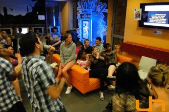 Barcelona - Barcelona Urbany Hostel : Group socialising in the lounge of the Barcelona - Barcelona Urbany Hostel in Spain