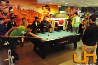 Barcelona  - Barcelona Urbany Hostel : Guests playing pool in the Barcelona - Barcelona Urbany Hostel in Spain