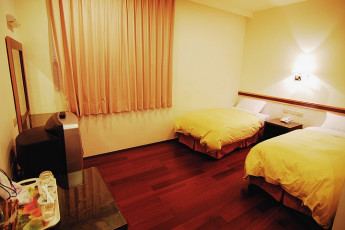 Chientan Youth Activity Center - Taipei : Twin room at the Chientan Youth Activity Center Hostel in Taipei - Taiwan