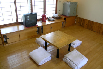 Jinshan Youth Activity Center : Lounge Dining Area in Jinshan Youth Activity Center Hostel, Taiwan