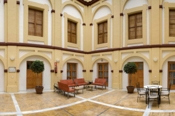 Albergue Inturjoven Cordoba : Courtyard of the Albergue Inturjoven Cordoba Hostel in Spain