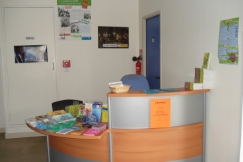 Auberge de jeunesse Hi Bourges : Reception area of Bourges Hostel in France