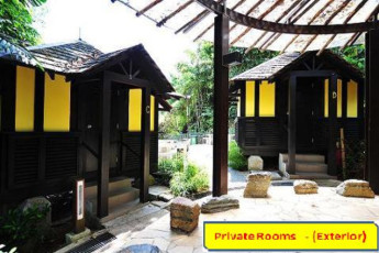 Costa Sands Resort (Sentosa) YH : Exterior view of private rooms at the Costa Sands Resort (Sentosa) YH in Singapore