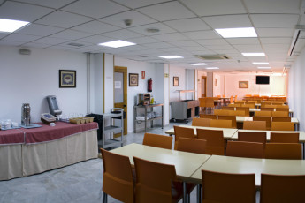 Albergue Inturjoven Granada : Restaurant of the Albergue Inturjoven Granada Hostel in Spain