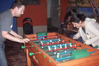 La Serena - Ají Verde Hostel : Guests playing table football in the La Serena - Aji Verde Hostel in Chile