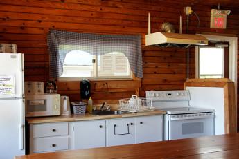 HI  Davidson (Esprit Rafting) : Außenansicht des HI-Spirit Hostel in Kanada