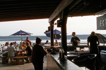 HI - Esprit : Outdoor bar terrace in the HI-Esprit Hostel in Canada