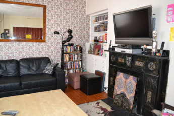 HI - Charlottetown - Backpackers Inn : TV Lounge Communal Area in Charlottetown - Backpackers Inn Hostel, Canada