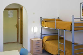 Albergue Inturjoven Sierra Nevada : hostel dorm Inturjoven Sierra Nevada view 2