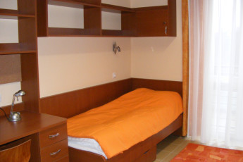 Debrecen - OEC West Hostel : Single Bedroom in Debrecen - OEC West Hostel